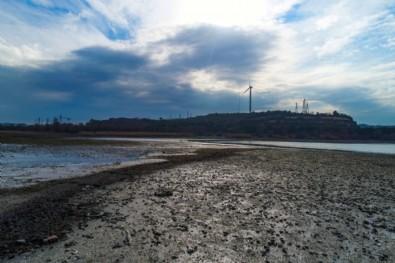 Barajlarda, göllerde durum kötü! Su 100 metre geri çekildi...