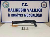 Balıkesir'de Polis 12 Aranan Kişiyi Yakaladı