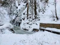 Doğa Harikası Aydınpınar Şelaleleri Buz Tuttu