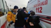 İki Otomobil Kafa Kafaya Çarpıştı Açıklaması 1'İ Çocuk 2 Yaralı