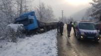 Karabük'te Kar Yağışı Etkili Oldu, Kazalar Ardı Sıra Geldi