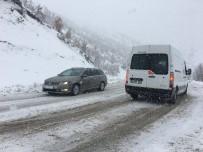 Karda Mahsur Kalan Araçların Yardımına Zırhlı Araçlar Yetişti