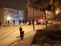 Kayak Yapan Gençlere Polis Ekiplerinden Uyarı