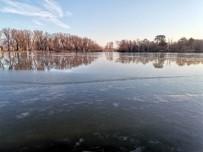 Kayseri Eksi 14'Ü Gördü Göl Buz Tuttu