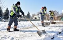 Kırsal Ve Merkezde Kar İle Mücadele Sürüyor