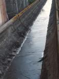 Adana'da Kanaletler Buz Tuttu
