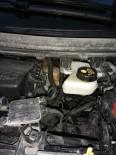 Aracın Motoruna Sıkışan Yavru Kediyi Esnaf Kurtardı