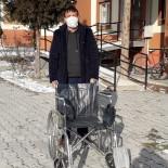 Dernekler Aracı Oldu, İhtiyaç Sahibine Tekerlekli Sandalye Teslim Edildi