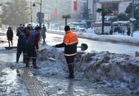 Kdz. Ereğli'de Kar Kütleleri Kaldırılıyor