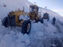 Tunceli'de 'Karla Mücadele' Ekipleri Kapalı Köy Yolları İçin 24 Saat Çalışma Yürütüyor