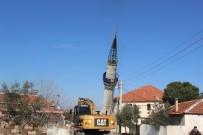 Yıldırım Düşmesi İle Hasar Gören Minare Yıkıldı