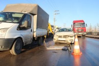 Yolda Doğalgaz Çalışması Yapan İşçilere Otomobil Çarptı Açıklaması 3 Yaralı