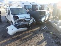 Çelikhan'da İki Araç Çarpıştı Açıklaması 4 Yaralı