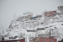 Hava Sıcaklığı Eksi 20'Ye Düştü, İş Makinası Buz Tuttu