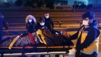 Kaza Yapan Otomobilde Sıkışan Yaralıyı İtfaiye Kurtardı