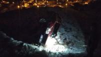 Otomobil Virajı Alamadı, Evin Bahçesine Uçtu Açıklaması 3 Yaralı