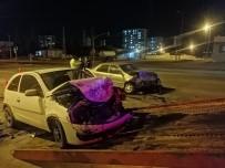 Otomobiller Kafa Kafaya Çarpıştı Açıklaması 2 Yaralı