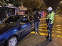 Geri Manevra Yaparak Kaçmaya Çalışan Ehliyetsiz Sürücü Polise Yakalandı
