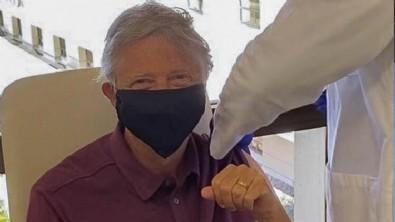 Herkes merakla bekliyordu... Bill Gates Kovid-19 aşısı yaptırdı!