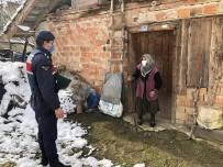 Jandarma Ekipleri, Yaşlıları Çocukları Ve Torunları İle Görüştürdü