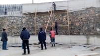 9 Metre Yüksekten Beton Zemine Düşen İşçi Ağır Yaralandı