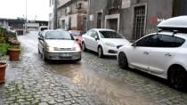 Ayvalık'ta Şiddetli Yağış Ve Lodos Etkili Oldu