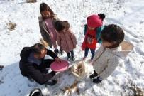 Gümüşhane'de Çocuklar Kuş Yemliği Yaparak Mutlu Oluyor