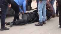 Kırıkkale'de Kendisini Tabancayla Vuran Kişiyi Meydanda Kurşunladı