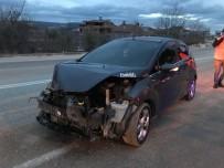Otomobil Park Halindeki Kar Küreme Aracına Çarptı; 1 Yaralı