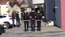 Adana'da 2 Kapkaç Şüphelisi Kovalamaca Sonucu Yakalandı