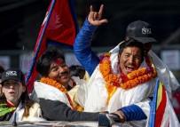 Dünyanın En Yüksek 2. Noktasına Ulaşarak İlke İmza Atan Nepalli Dağcılar Ülkelerinde Kahraman Gibi Karşılandı
