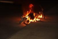 Şanlıurfa'da Seyir Halindeki Motosiklet Alev Aldı