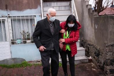 86 Yaşındaki Adam  Korona Virüs Aşısı Oldu