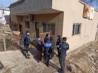Cizre Polisinden İhtiyaç Sahibi Ailelere Kıyafet Yardımı