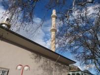Fırtına Minarenin Külahını Uçurdu