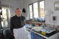 İhtiyar Delikanlı Eşref Amca, 90 Yaşında İşinin Başında