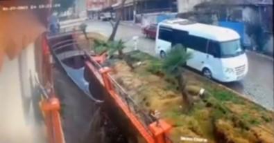 İzmir'de İstinat Duvarının Çökme Anı Güvenlik Kamerasında