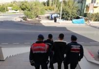 Jandarma, 4 Yıl 2 Ay Kesinleşmiş Hapis Cezası İle Aranan Şahsı Yakaladı