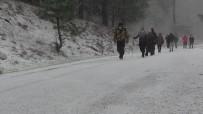 Kazdağları'nda Kar, Ovalarında Su Baskınları Var