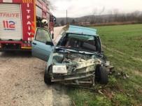 Kepsut'ta Trafik Kazası Açıklaması 2 Yaralı