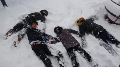 Kırklareli'nde Çocukların Kar Keyfi