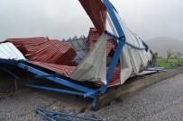 Milas'ta Fırtına Dev Çatıyı Kağıt Gibi Savurdu