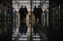 Rus Polisi, Navalny'nin Evine Ve Vakfına Baskın Yaptı