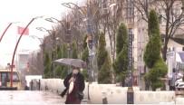 Sultangazi'de Sulu Kar Yağışı Başladı