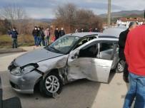 Yolcu Minibüsü Otomobile Çarptı Açıklaması 5 Yaralı