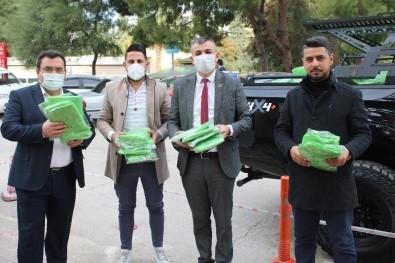 Hayırsever İş Adamları Ve Muhtardan Hastanelere Ameliyat Önlüğü Bağışı