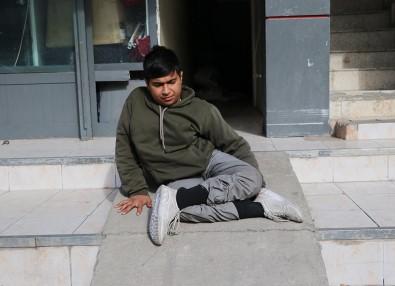 Kısıtlamada Engelli Gencin Akülü Tekerlekli Sandalyesini Çaldılar