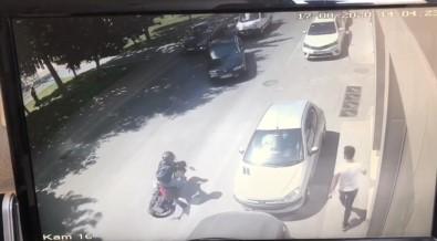 (Özel) Beyoğlu'nda Motosikletlinin Metrelerce Sürüklendiği Kaza Kamerada