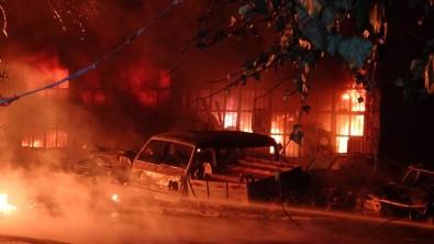 Samsun'da Sanayi Sitesinde İş Yerleri Alev Alev Yanıyor