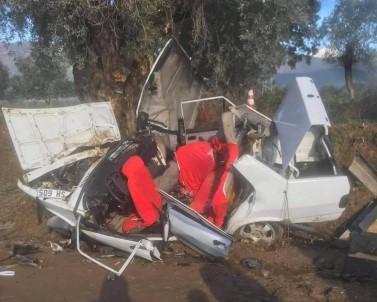 Ağaca Çarpan Otomobilde Can Pazarı Açıklaması 2 Ölü, 3 Yaralı